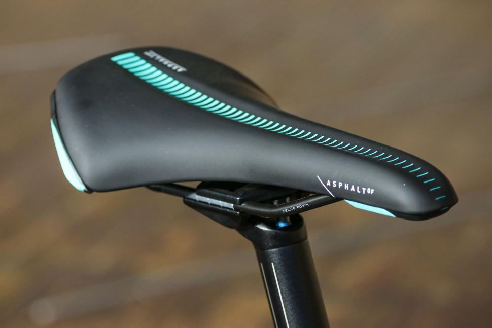 Bianchi Infinito XE - saddle.jpg