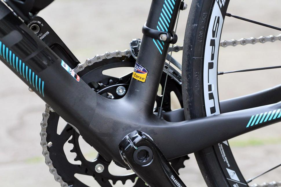 Bianchi Intenso Disc 105 - bottom bracket.jpg