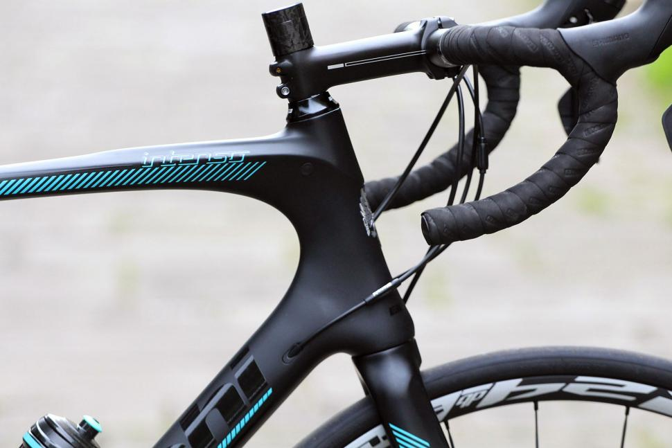 Bianchi Intenso Disc 105 - head tube.jpg