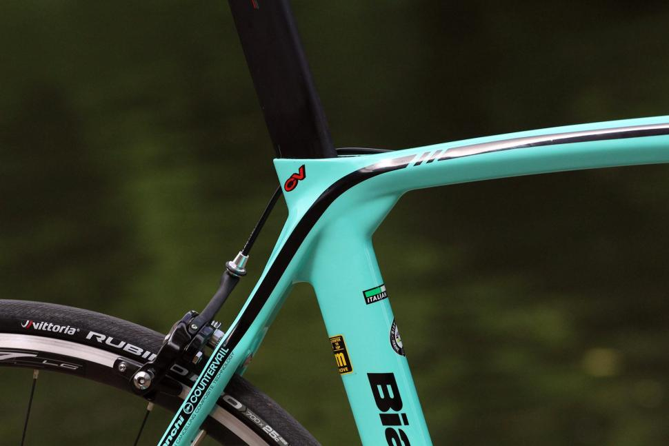 Bianchi Oltre XR3 - seat tube junction.jpg