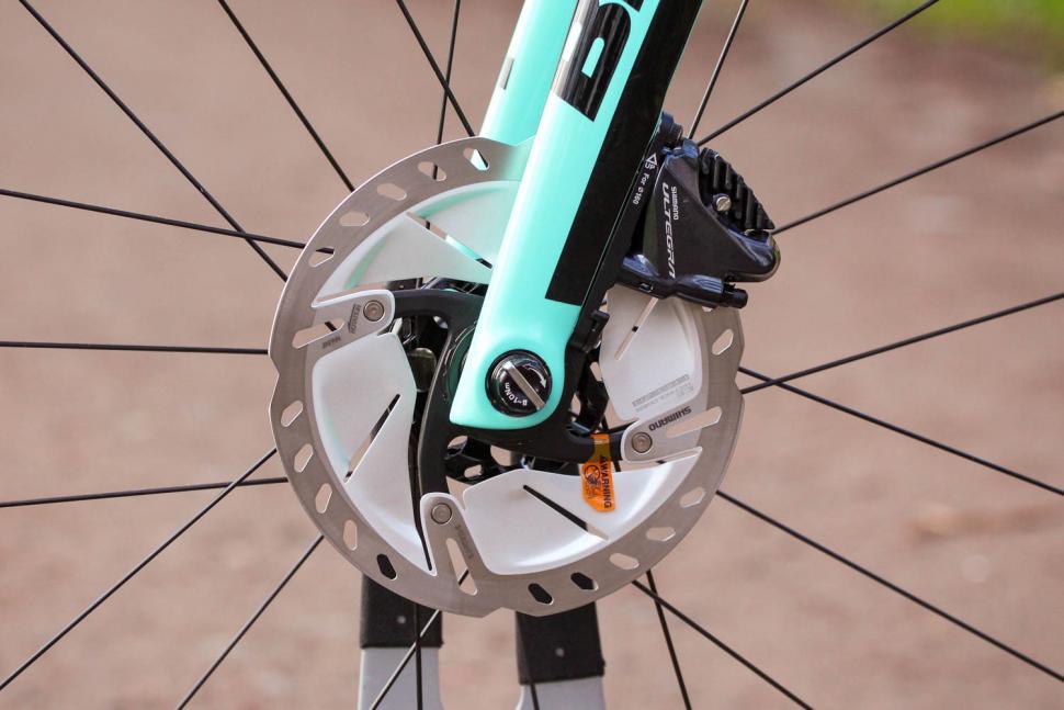 Bianchi Oltre XR4 Disc - front disc brake.jpg