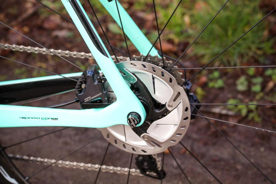 Bianchi Oltre XR4 Disc - rear disc brake 2.jpg