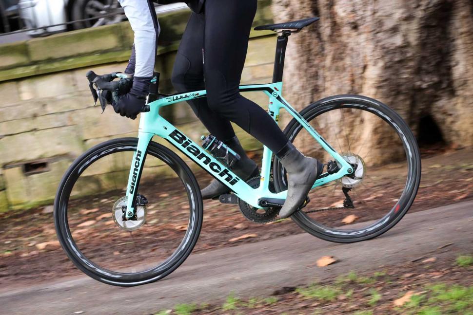 Bianchi Oltre XR4 Disc - riding 2.jpg