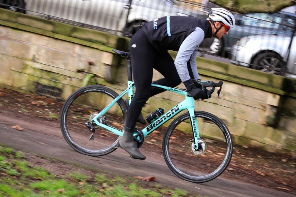 Bianchi Oltre XR4 Disc - riding 3.jpg