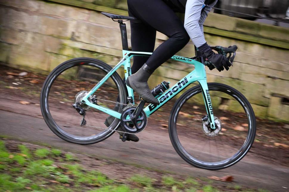 Bianchi Oltre XR4 Disc - riding 5.jpg