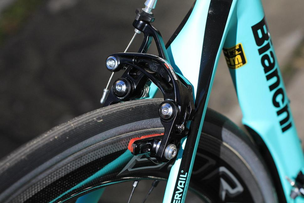 Bianchi Oltre XR4 - rear brake.jpg