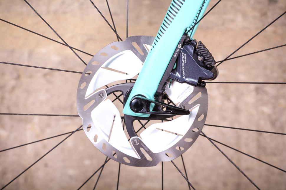 bianchi_oltre_xr3_disc_-_front_disc_brake.jpg