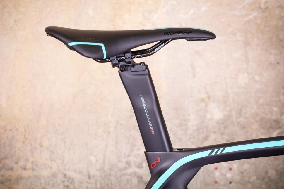 bianchi_oltre_xr3_disc_-_saddle_and_post.jpg