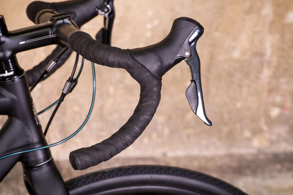 bianchi_via_nirone_7_all_road_-_bar_and_shifter.jpg