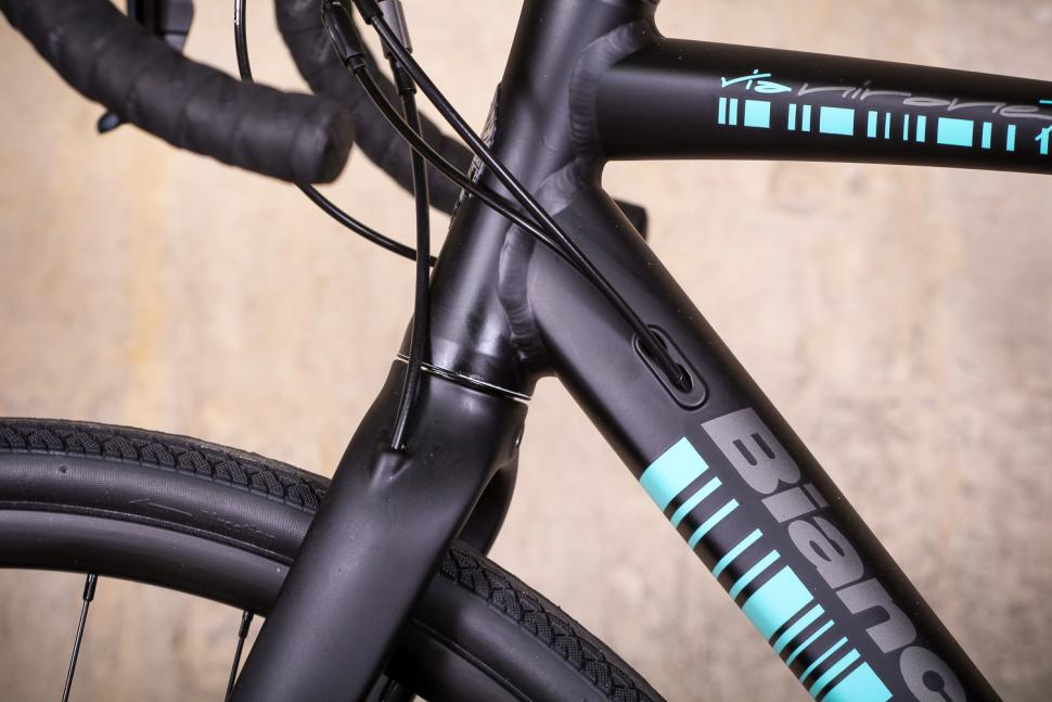 bianchi_via_nirone_7_all_road_-_cable_routing.jpg