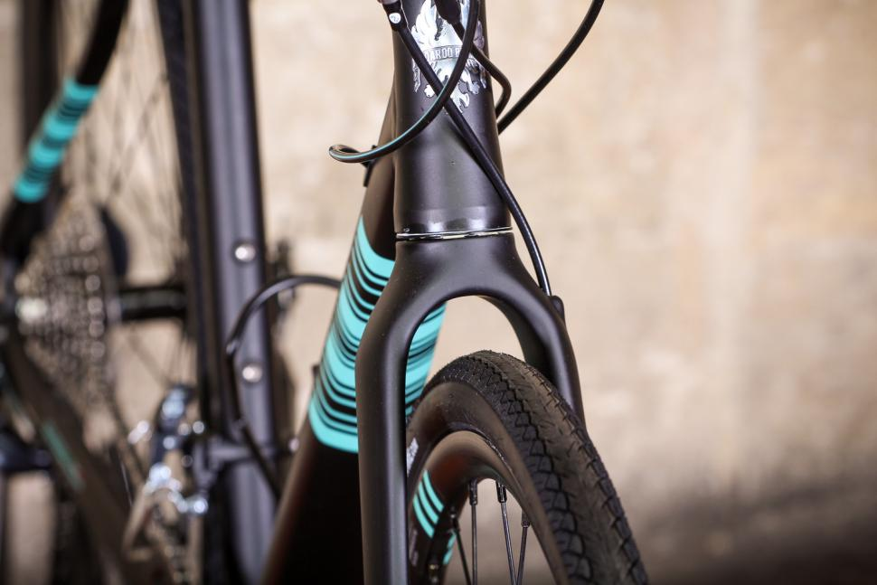 bianchi_via_nirone_7_all_road_-_fork_clearance.jpg