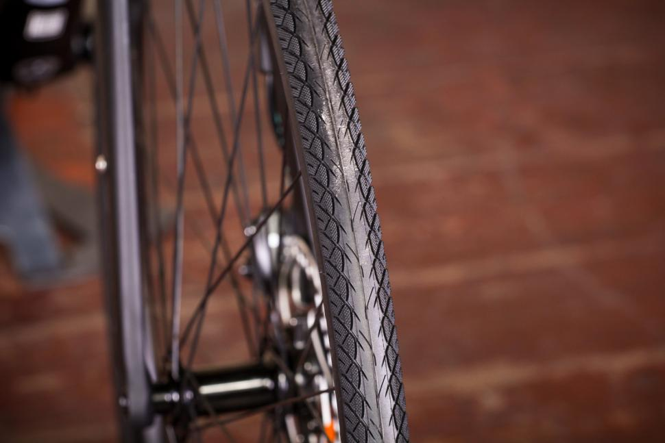 bianchi_via_nirone_7_all_road_-_tyre_tread.jpg