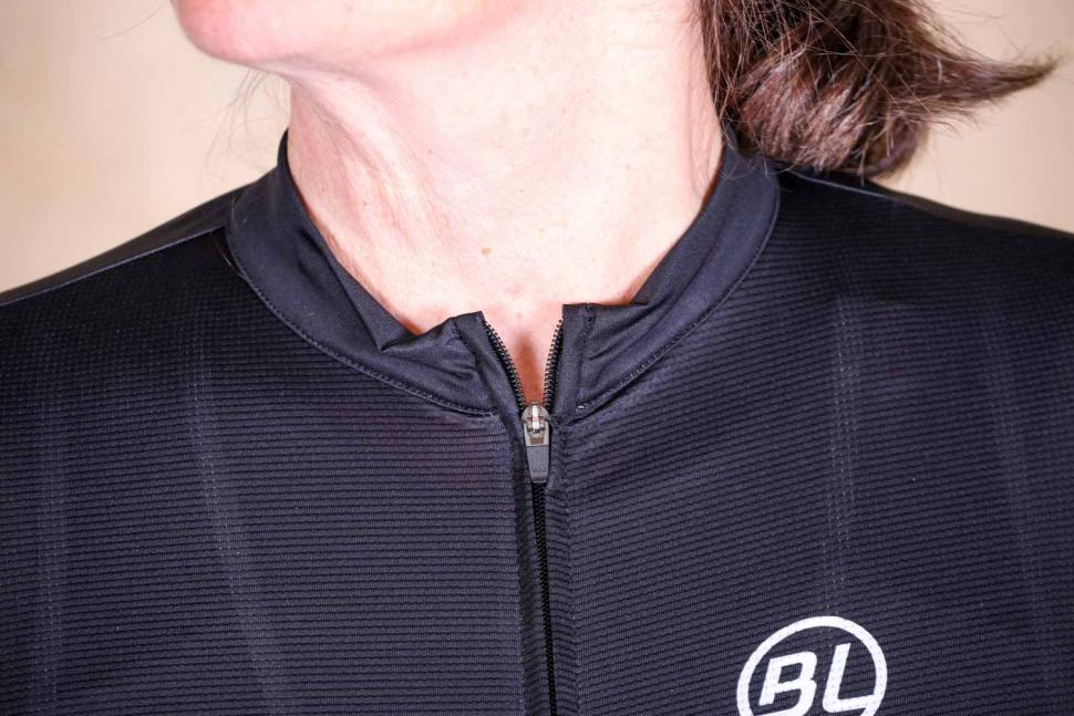 Bicycle Line Monza women's short sleeve jersey - collar.jpg