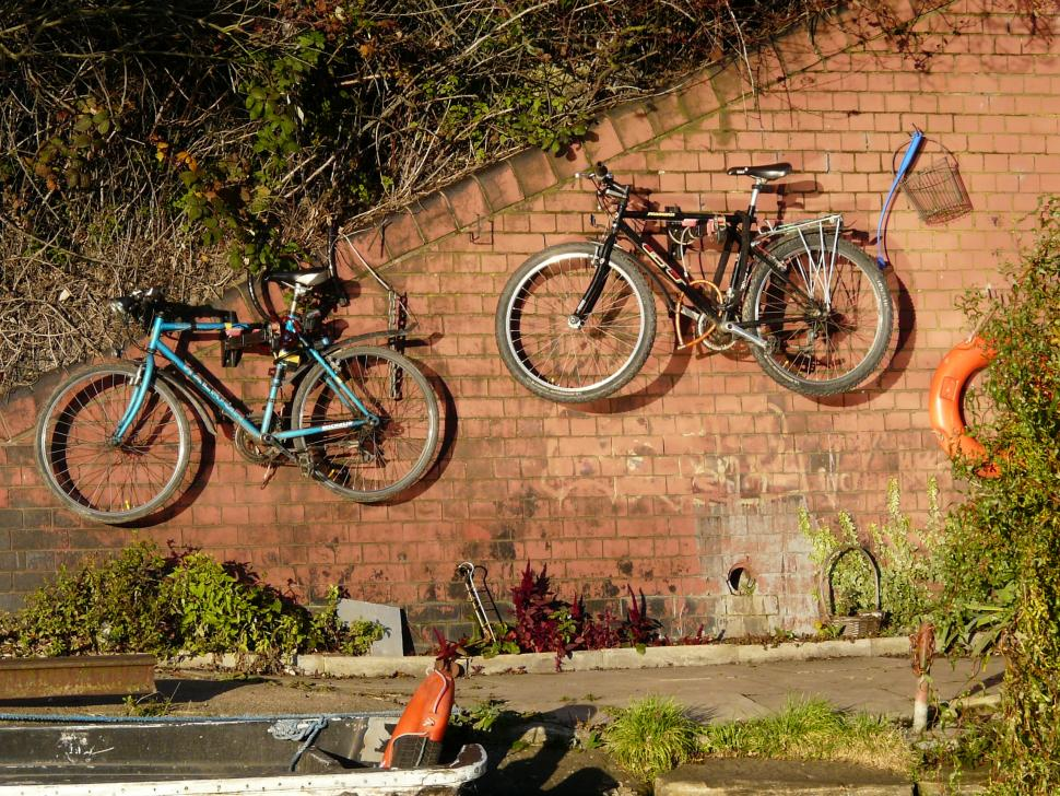 Bikes on a wall (CC BY-NC 2.0 Carron Brown|Flickr). & 10 of the best bike storage systems: racks and hooks for indoor ...