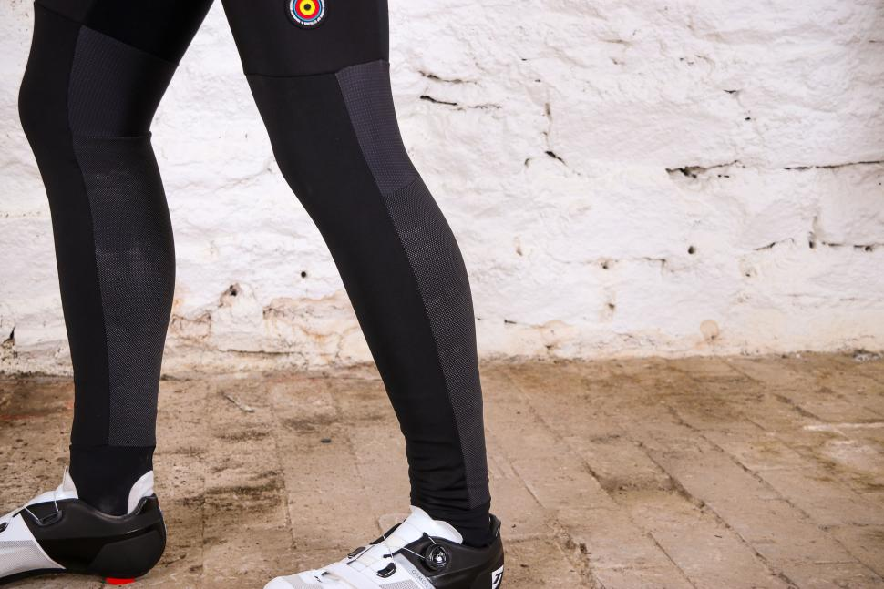 Bioracer Spitfire Tempest Protect Bibtight - lower leg.jpg
