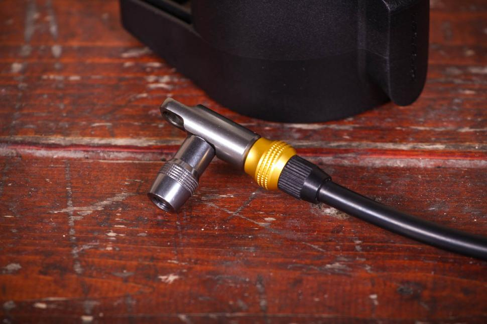 birzman_pump_up_tubeless_tyre_pump_-_valve_head.jpg