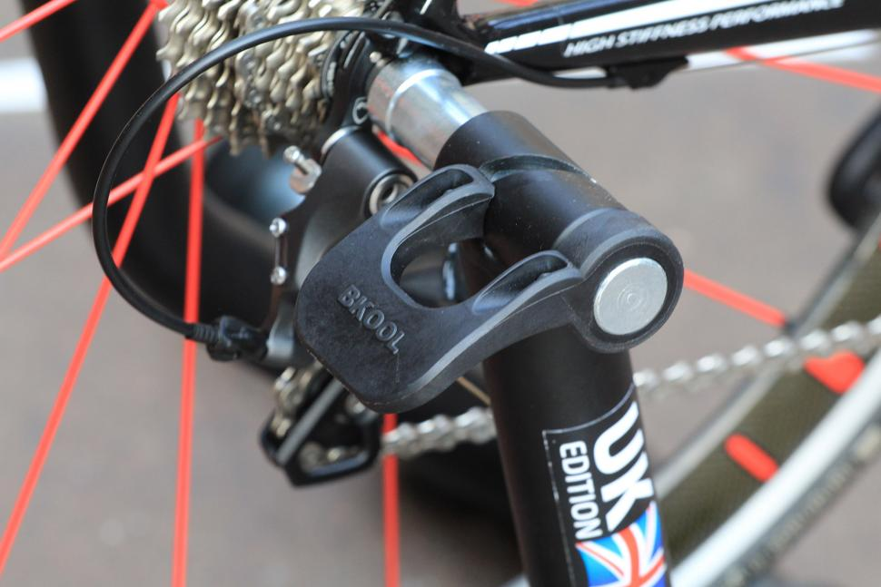 Bkool Pro Turbo Trainer and Simulator - qr clamp.jpg