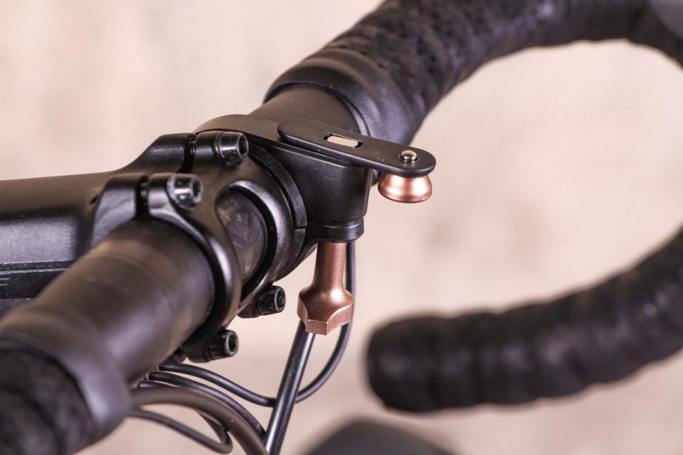Blackburn Countdown 1600 Front Light - mount.jpg
