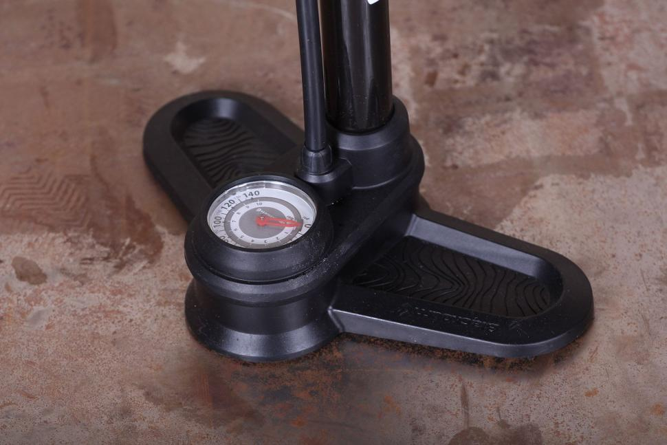 Blackburn Piston 1 Floor Pump - base.jpg
