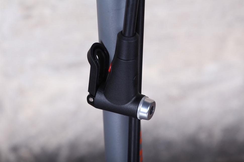 Blackburn Piston 3 Floor Pump - valve head.jpg