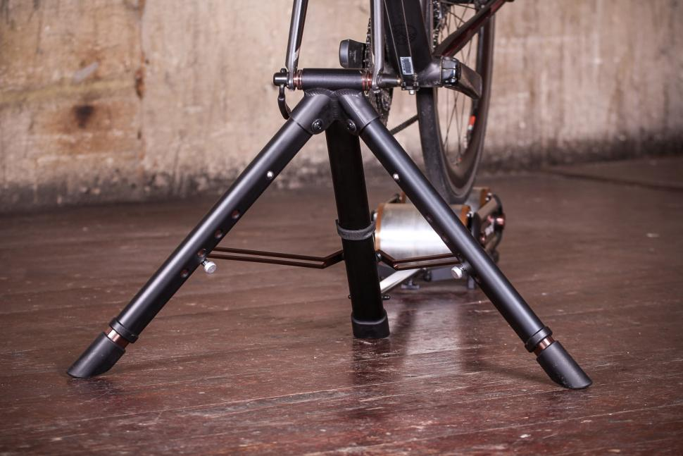 Blackburn Raceday Portable Trainer - front stand 2.jpg