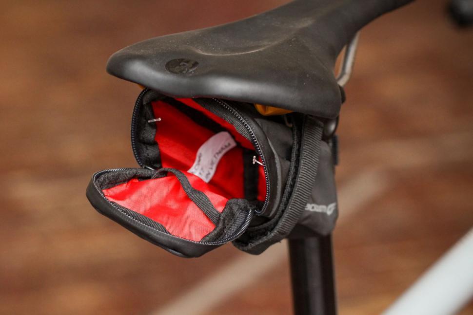 blackburn_grid_small_seat_bag_-_open.jpg