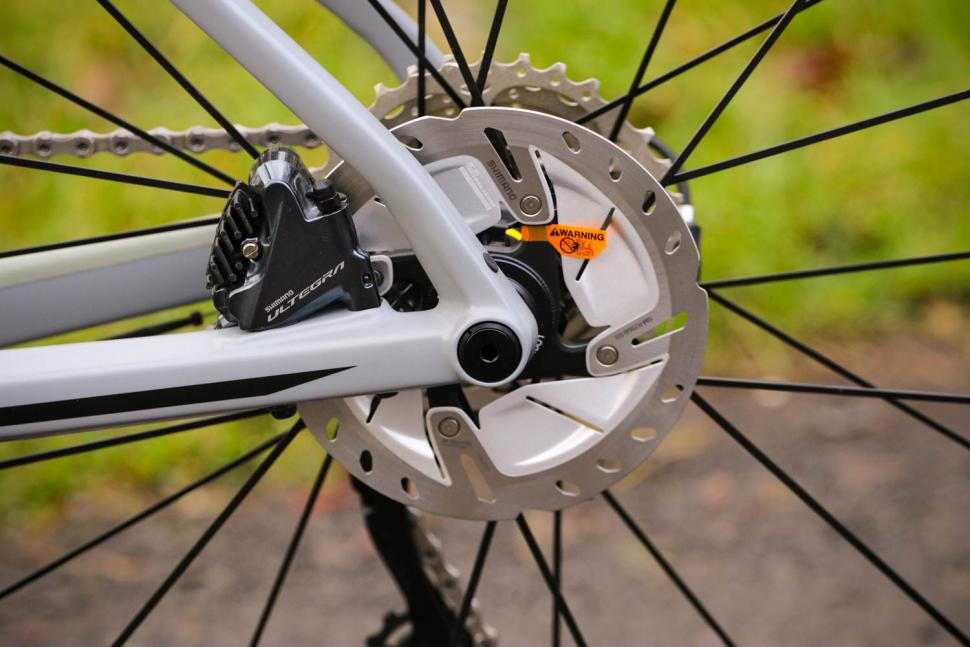 BMC Roadmachine 02 Two - rear disc brake.jpg