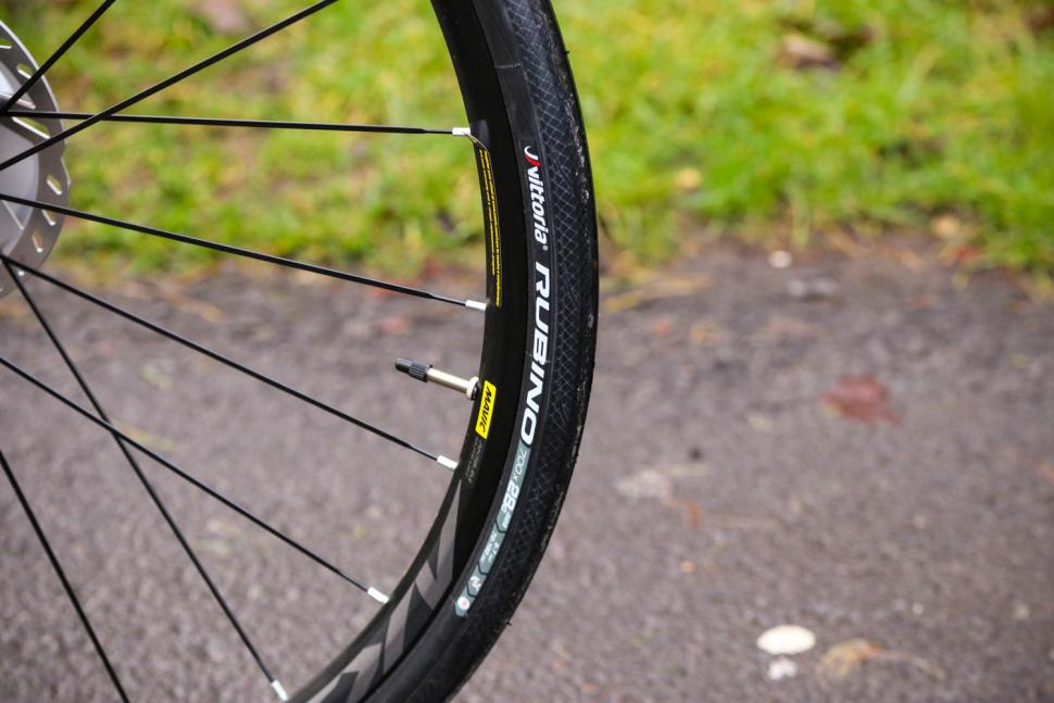 BMC Roadmachine 02 Two - tyre.jpg