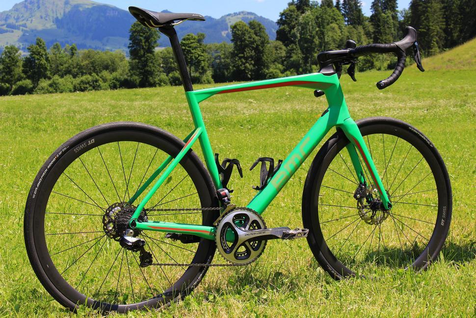 BMC Roadmachine Di2 - full bike.jpg