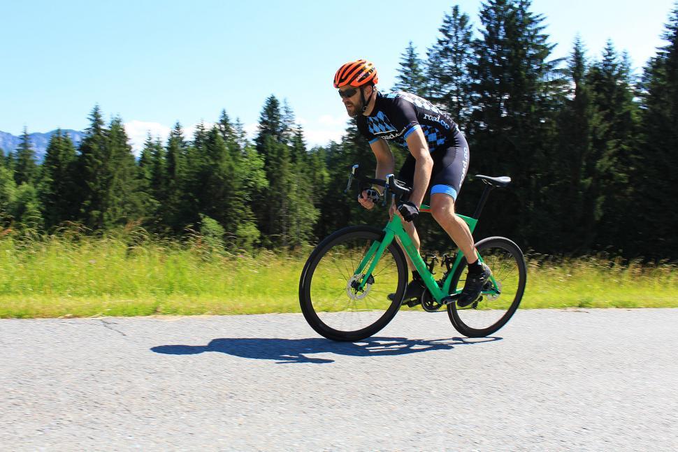 BMC Roadmachine Di2 - riding 6.jpg