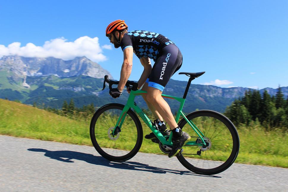 BMC Roadmachine Di2 - riding 7.jpg