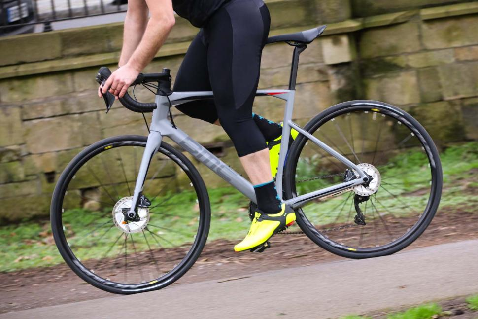BMC Roadmachine RM02 Two - riding 2.jpg