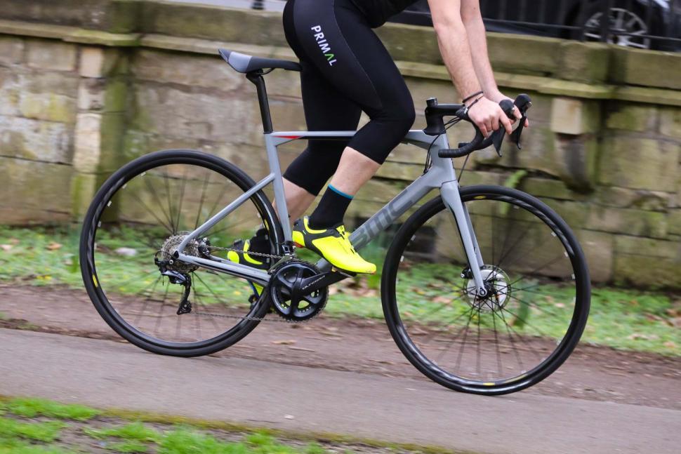 BMC Roadmachine RM02 Two - riding 3.jpg