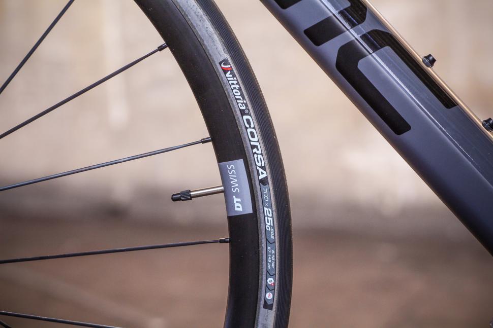 BMC SLR01 - tyre.jpg