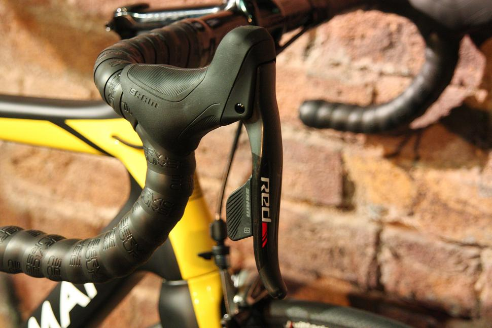 Boardman 2016 launch - Boardman Elite SLR eTap - lever.jpg
