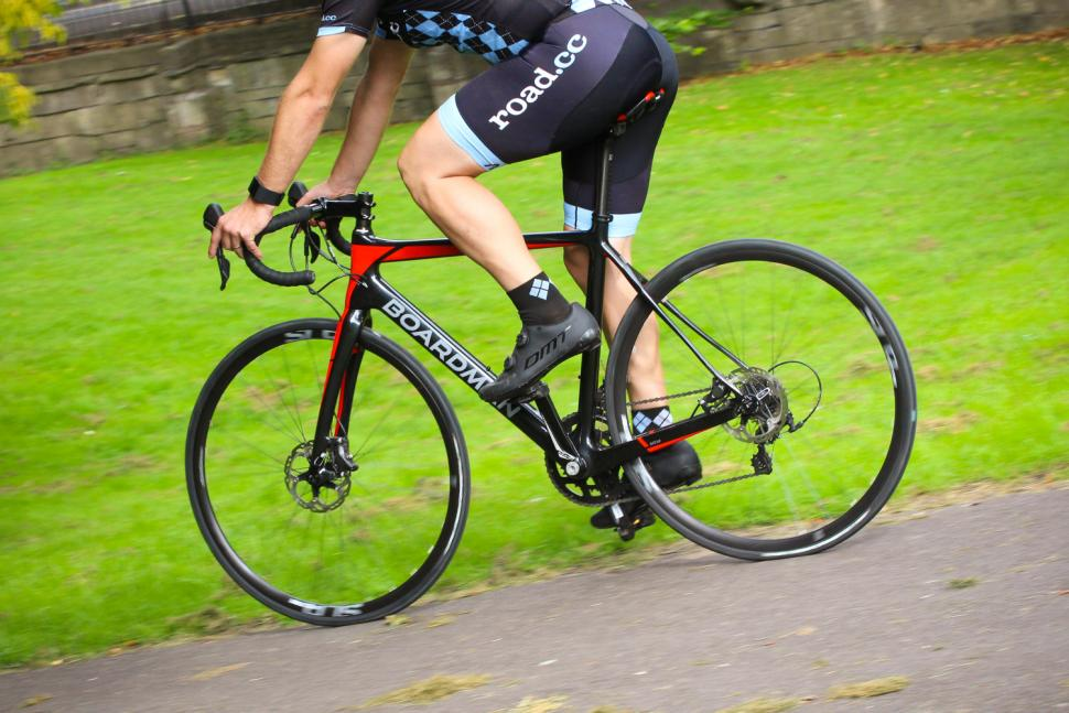 Boardman Elite SLR Endurance Disc 9.0 - riding 2.jpg