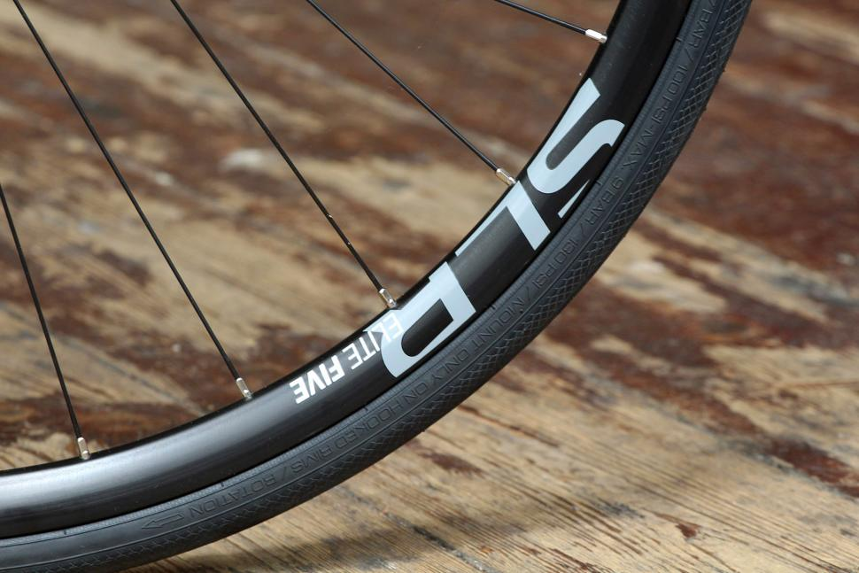 Boardman Elite SLR Endurance Disc 9.0 - rim.jpg