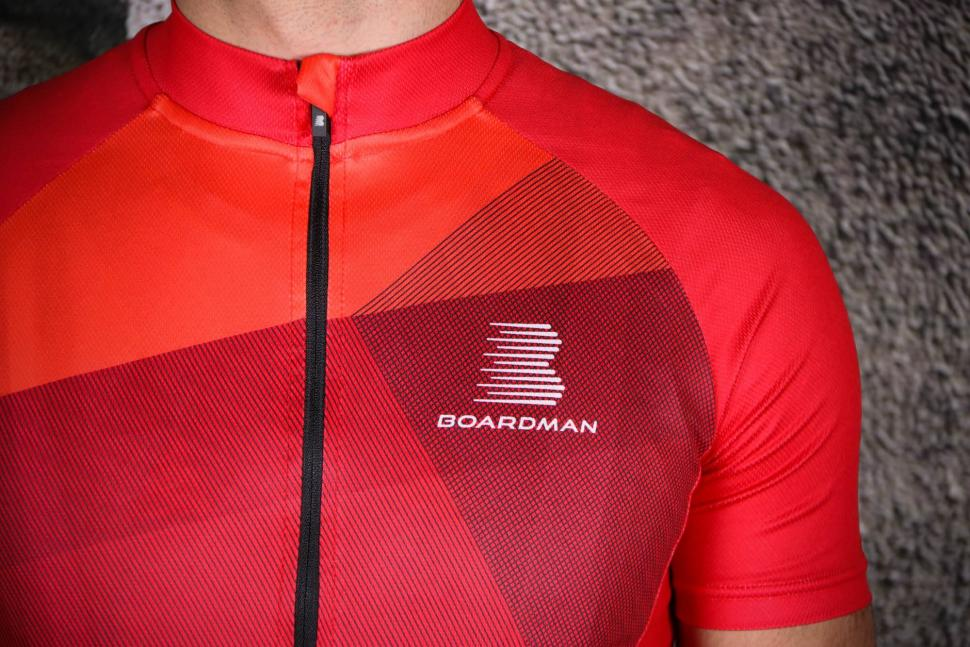 Boardman Relaxed Fit Mens cycle Jersey - chest.jpg