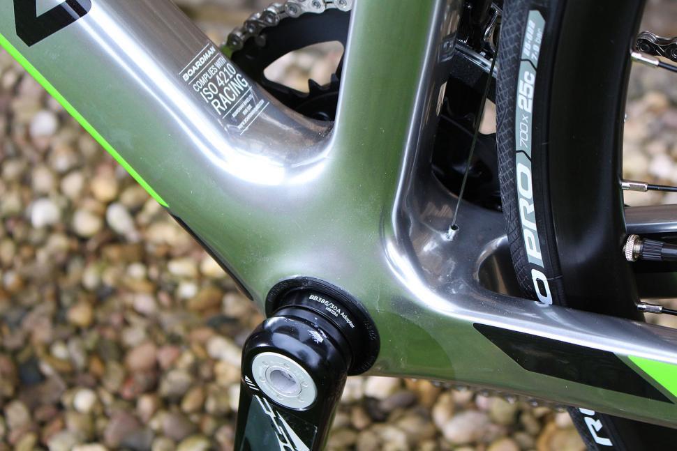 Boardman Road Pro Carbon - bottom bracket.jpg