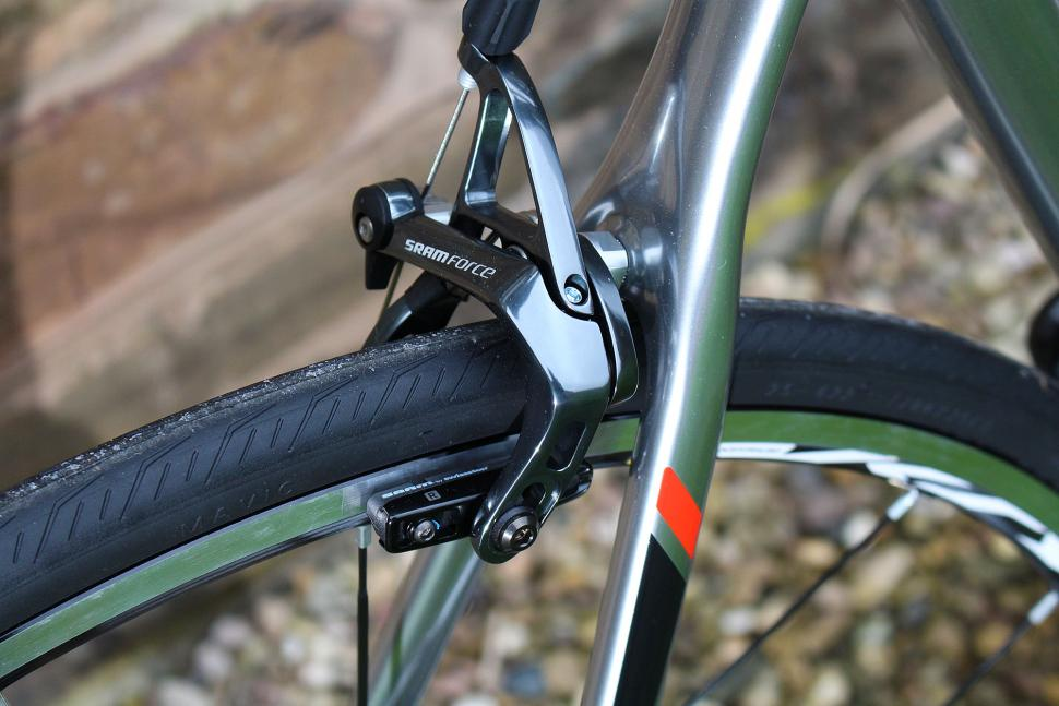 Boardman Road Pro SLR - rear brake.jpg