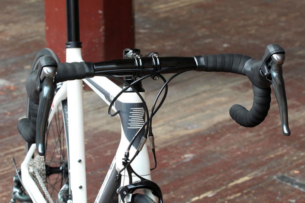 Boardman Road Team Carbon - bars.jpg