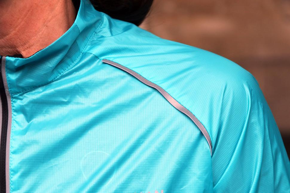 Boardman Womens packable Jacket - shoulder.jpg