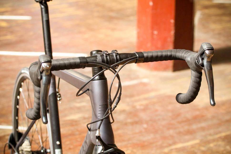 boardman_slr_8.9_carbon_-_bars_1.jpg