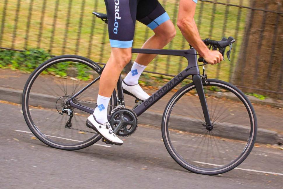 boardman_slr_8.9_carbon_-_riding_1.jpg