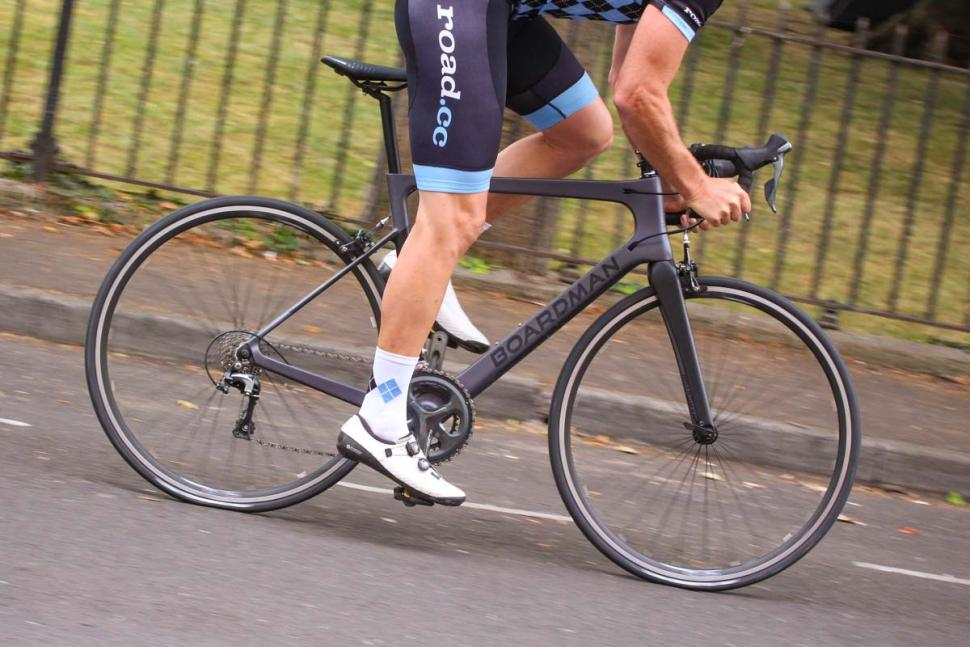 boardman_slr_8.9_carbon_-_riding_3.jpg