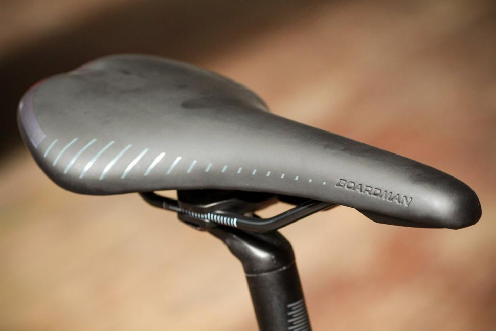 boardman_slr_8.9_carbon_-_saddle.jpg