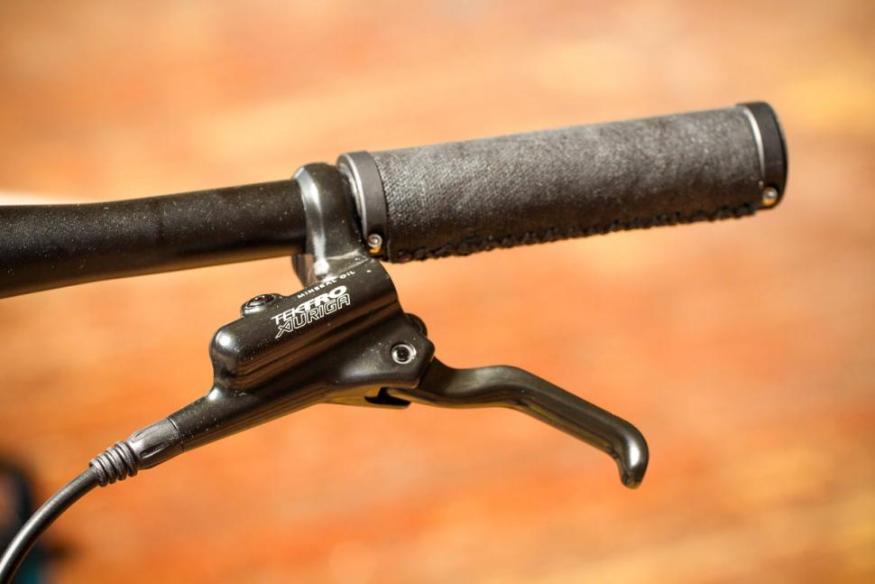 boardman_urb_8.8_-_bar_and_brake_lever.jpg