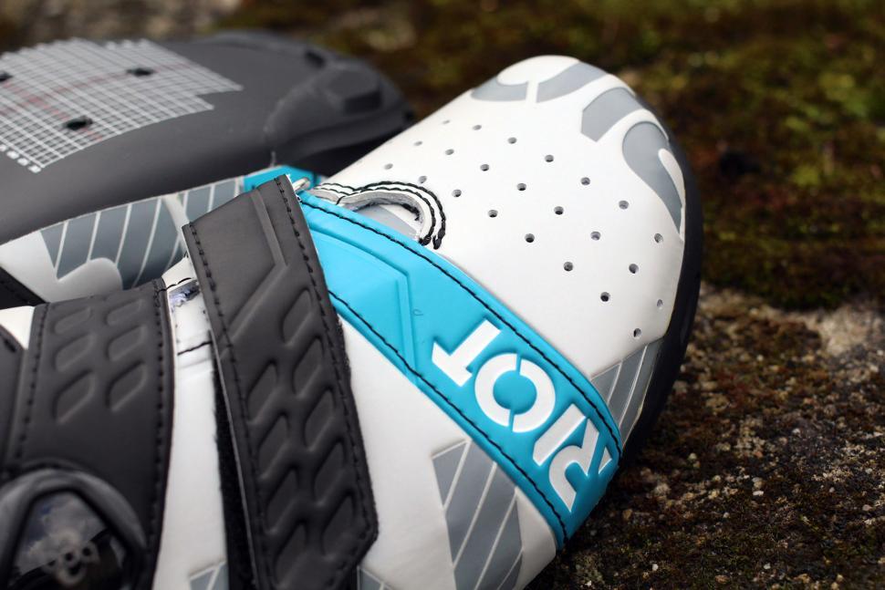 Bont Cycling Riot Road cycling shoes - toe.jpg