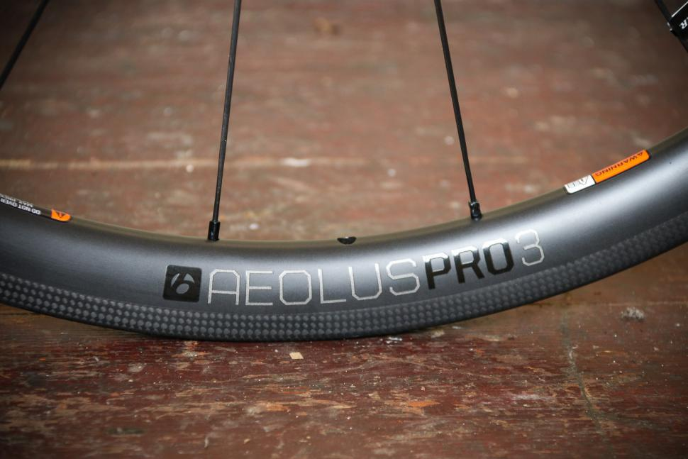 Bontrager Aeolus Pro 3 TLR Road wheels - rim detail.jpg