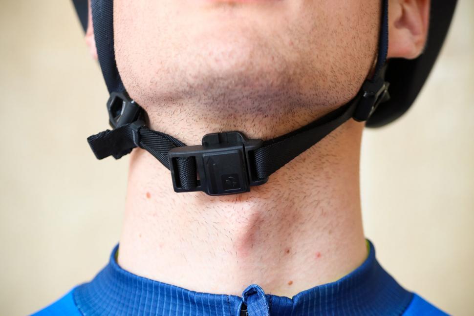 Bontrager Charge WaveCel Commuter Helmet - clip.jpg